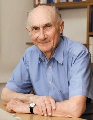Dr. sc. Viktor Žmegač, 1929, - profesor emeritus na Filozofskom fakultetu u Zagrebu, hrvatski književni teoretičar, povjesničar, germanist i muzikolog